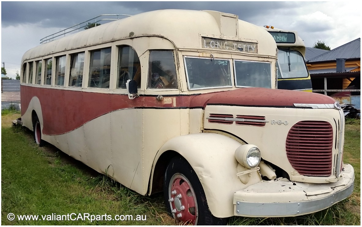 1943_vintage_REO_Speed_Wagon_Bus_Coach-1